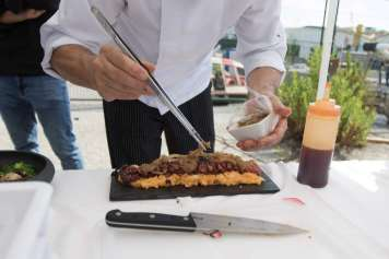 El programa cuenta con la implicación de los cocineros de la isla.
