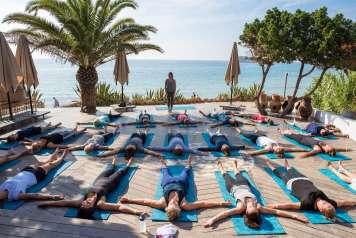 Las clases de yoga en Aiyanna van seguidas de un desayuno saludable para empezar el día con mucha energía. aiyanna