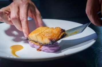 La propuesta gastronómica ofrece una fusión de cocina mediterránea, japonesa y peruana.