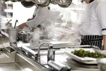 El servicio de cocina diaria está supervisado continuamente por dietistas profesionales del Grupo Policlínica.