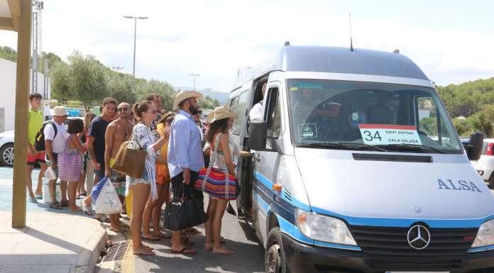 El Consell de Ibiza conecta más de 30 playas con el transporte público. Foto: JUAN A. RIERA