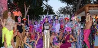 Magda Pozzo, en el centro, rodeada de los artistas que participaron en la fiesta. Stephano Tovatti