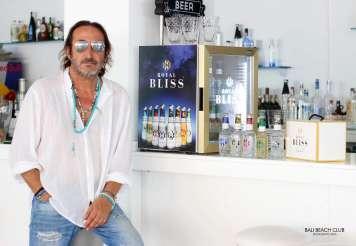 «La felicidad existe, sobre todo en Bali Beach Club Ibiza». Así es como Dani Ibiza Ibiza, manager del establecimiento presenta el evento.