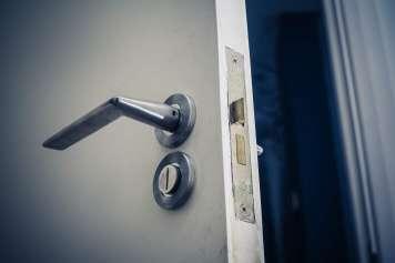 Es recomendable instalar puertas de seguridad.