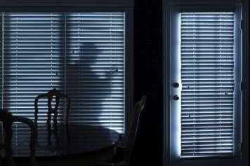 La Guardia Civil lanza una serie de recomendaciones ante los robos en los domicilios, incluso cuando estos se producen estando en el interior.