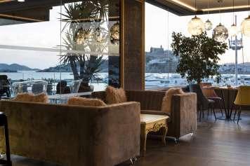 El nuevo restaurante del hotel está inspirado en la temática teatral. fotos: corso ibiza
