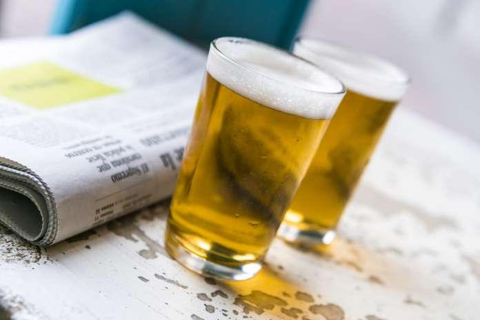 El consumo de cerveza en España se realiza de manera moderada y social.