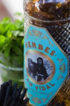 La imagen de la botella de hierbas.
