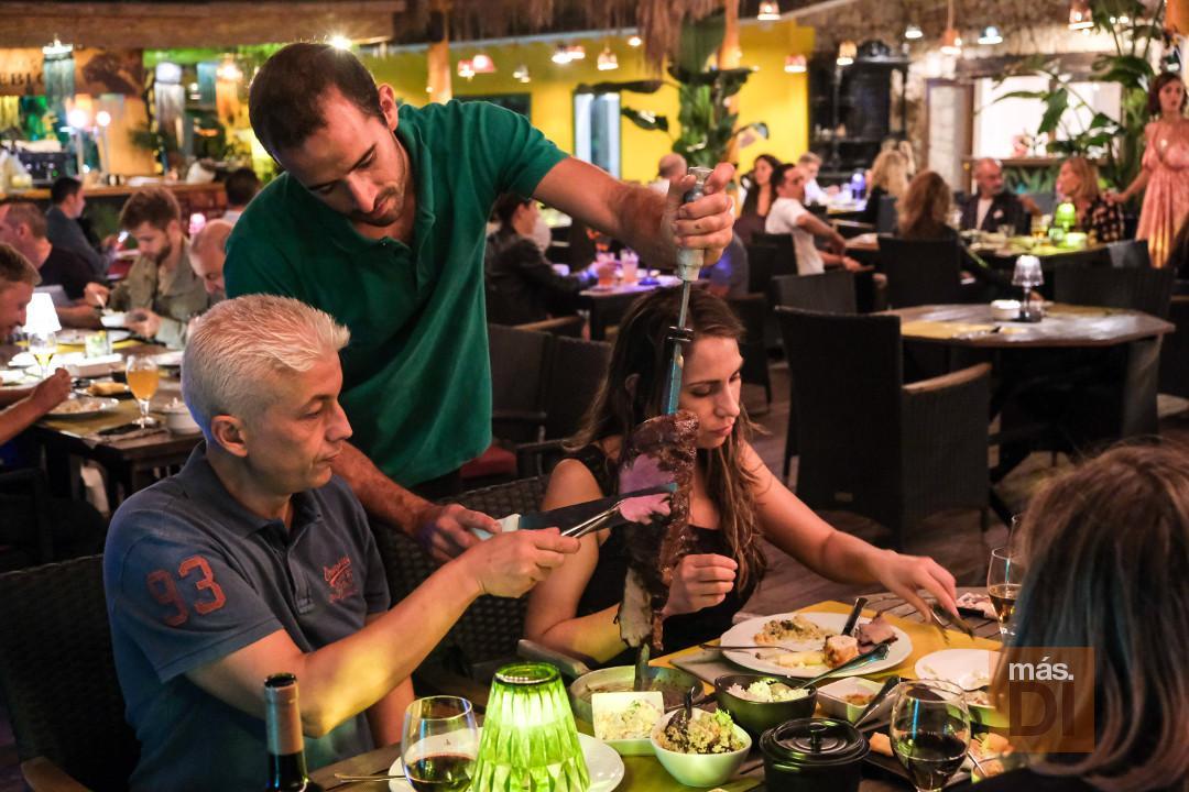 La auténtica churrasquería de la isla con música en directo. Fotos: SERGIO G. CAÑIZARES