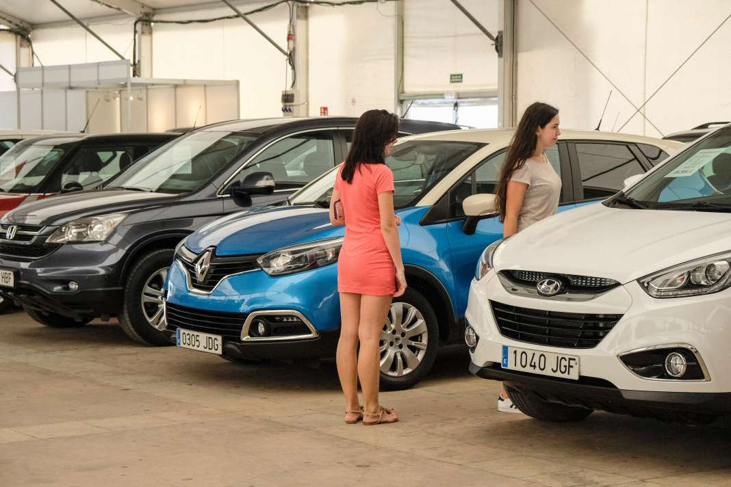 En el salón se exponen más de un centenar de vehículos de ocasión. Foto: S.G.C.