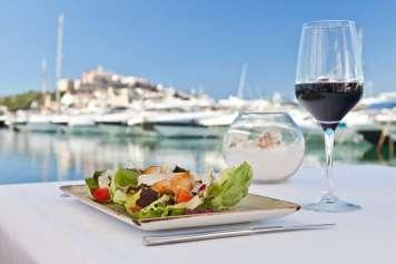 Las maravillosas vistas al puerto y a Dalt Vila.