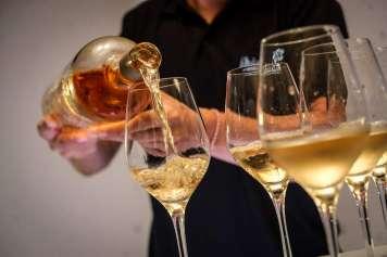 Durante el evento, se sirviron los vinos rosado, blanco y tinto de Ibizkus.
