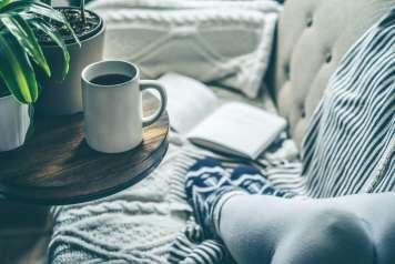 Es época de tazas de té y chocolate caliente.