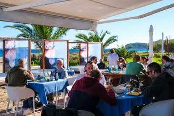 Excelente ubicación de Bali Beach Restaurante Ibiza.